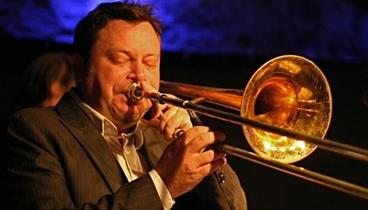 Биг бенд на џез фестивалу у Ваљеву