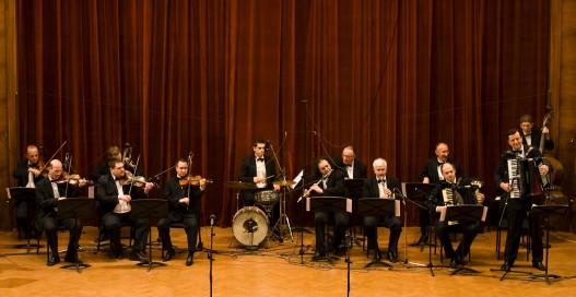 """10. март: Народни оркестар и Хор РТС """"Цвеће цафнало"""""""