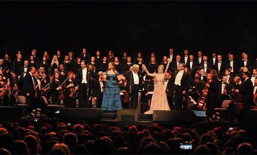 Пласидо Доминго са Симфонијским оркестром и Хором РТС-а