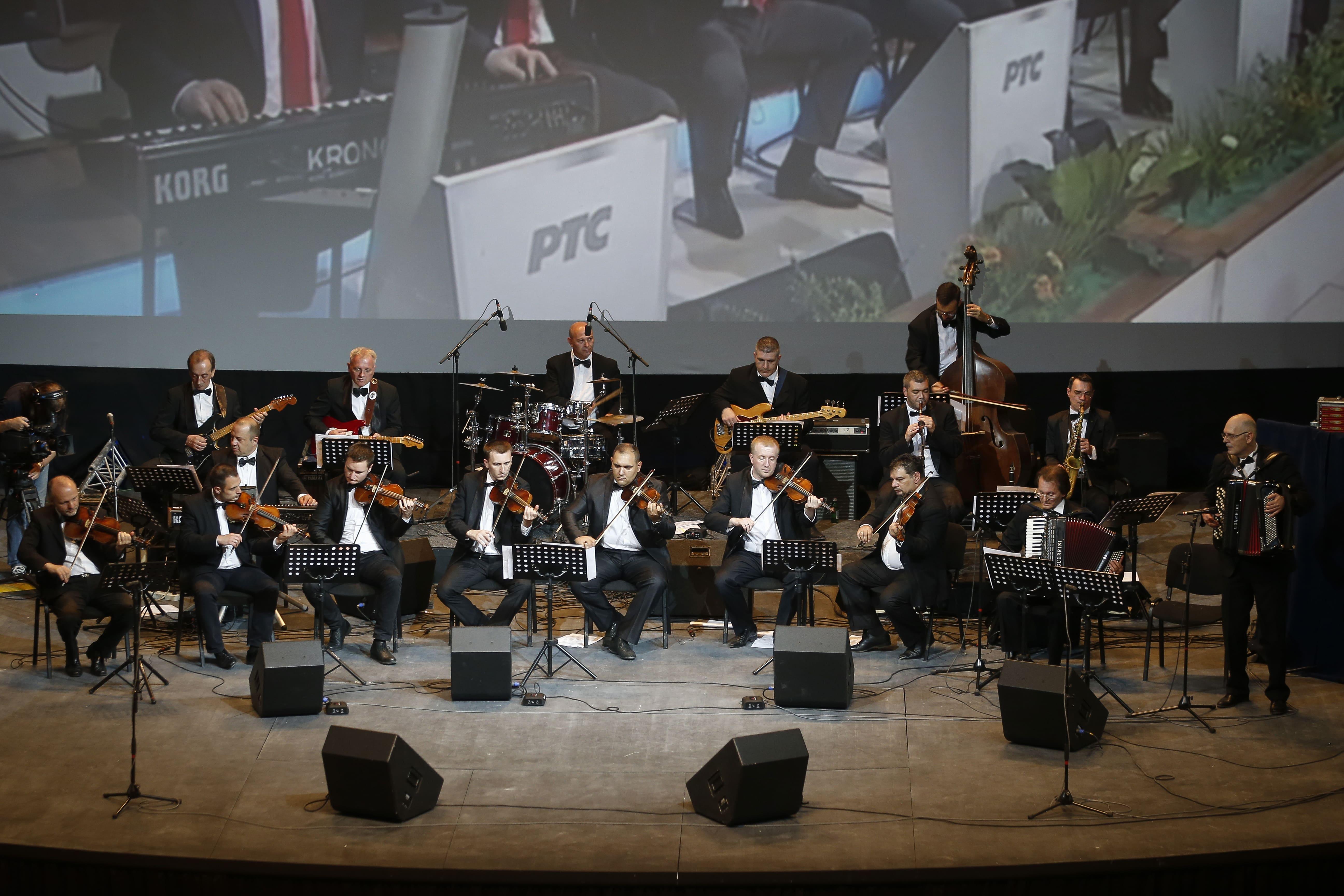 "Humanitarian concert on RTS ""Deci na dar"""