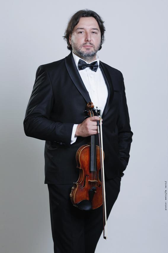 Милош Поповић