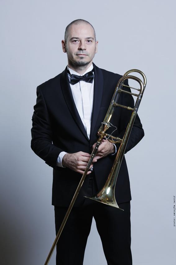 Милан Максимовић